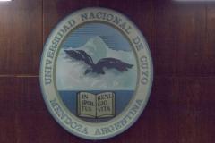 Escudo de la Universidad Nacional de Cuyo en Aula Magna, Facultadas de Ciencias Económicas