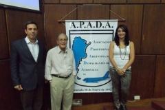 Cmdte. Alfredo Martínez (Aerolíneas Argentinas), Sr. Marcelo Sana, Sra. Mariana Manco (Asociada A.P.A.D.A.)